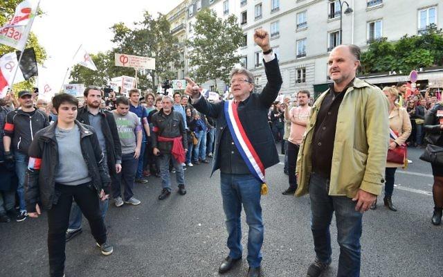 Jean-Luc Mélenchon (c) à Paris le 23 septembre 2017 (Crédit : AFP/CHRISTOPHE ARCHAMBAULT)