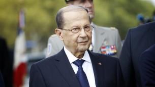 Le président libanais Michel Aoun devant l'Arc de Triomphe, à Paris, le 25 septembre 2017. (Crédit: Denis Allard/Pool/AFP)