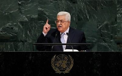 Le président de l'Autorité palestinienne Mahmoud Abbas à la tribune de l'Assemblée générale des Nations unies au siège de l'ONU à New York, le 20 septembre 2017 (Crédit : Drew Angerer/Getty Images/AFP)