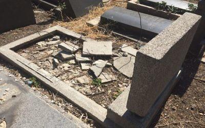 Un cimetière vandalisé en Bulgarie, en septembre 2017. Illustration. (Crédit : Shalom Bulgaria Organization via Facebook)