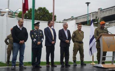 Cérémonie de fin de mission pour les membres d'une délégation de l'armée israélienne envoyée à Mexico après un violent séisme qui a fait plus de 300 morts, en présence des autorités locales, le 27 septembre 2017. (Crédit : armée israélienne)