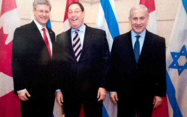 Stephen Harper, à gauche, alors Premier ministre canadien, avec Nathan Jacobson, au centre, et le Premier ministre Benjamin Netanyahu. (Crédit : bureau du Premier ministre canadien)