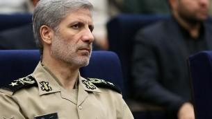 Le général Amir Hatami, ministre iranien de la Défense, en août 2017. (Crédit : Tasnim News Agency/CC BY 4.0/WikiCommons)
