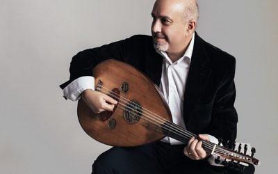 L'Américain-Arménien Ara Dinkjian, un joueur de oud populaire, qui sera présent pour la sixième fois au Festival Oud de Jérusalem en novembre 2017 (Crédit : Autorisation Alena Soboleva)