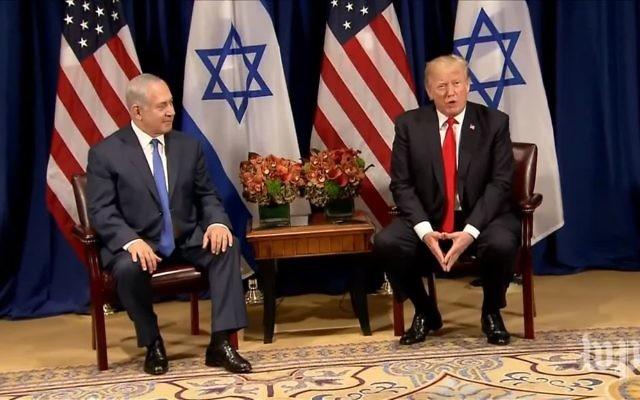Le Premier ministre Benjamin Netanyahu, à gauche, et le président américain Donald Trump lors d'une conférence de presse avant leur entretien à New  York, en marge de l'Assemblée générale des Nations unies, le 18 septembre 2017. (Crédit : capture d'écran YouTube)