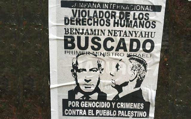 Un poster pro-palestinien déclarant que le Premier ministre  Benjamin Netanyahu est recherché pour atteintes aux droits de l'homme et génocide contre le peuple palestinien à  Buenos Aires, en Argentine, le 11 septembre 2017 (Crédit : Organisation sioniste mondiale)