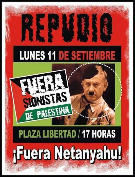 Un poster pro-palestinien montrant le Premier ministre Benjamin Netanyahu sous les traits de Hitler à Buenos Aires, en Argentine, le 11 septembre 2017 (Crédit : Organisation sioniste mondiale)