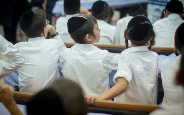 Illustration : des jeunes élèves d'une école ultra-orthodoxe. (Crédit : Yonatan Sindel/Flash90 )