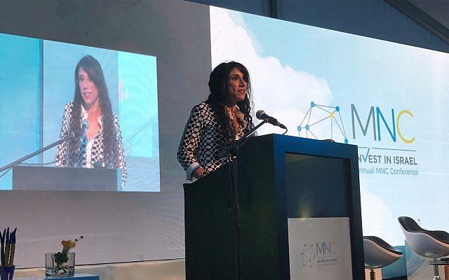 Ziva Eger, responsable d'Invest in Israel du ministère de l'Economie et de l'Industrie, lors d'une conférence au DLD Tel Aviv, le 6 septembre 2017 (Crédit : Shoshanna Salomon / Times of Israel)