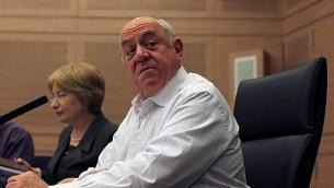 Roni Bar-on, alors député de Kadima, pendant une réunion de la commission des Affaires étrangères et de la Défense à la Knesset, le 3 mars 2011. (Crédit : Kobi Gideon/Flash90)