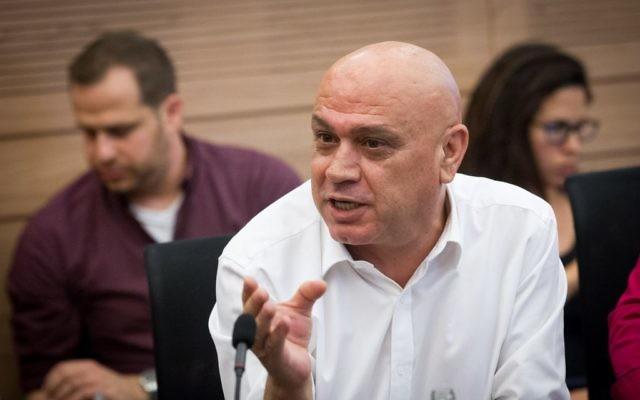 Issawi Frej, député du Meretz, durant une réunion de la commission des Affaires économiques à la Knesset, à Jérusalem, le 12 juillet 2016. (Crédit : Miriam Alster/Flash90)