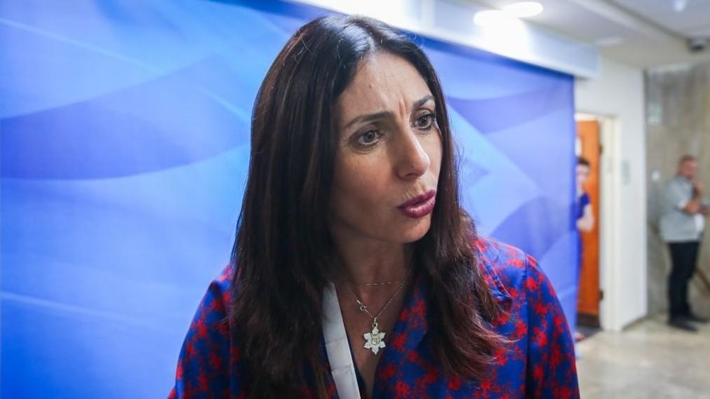 Miri Regev, ministre de la Culture et des Sports, avant la réunion hebdomadaire du cabinet dans les bureaux du Premier ministre, le 11 juin 2017. (Crédit : Marc Israel Sellem/Flash90)
