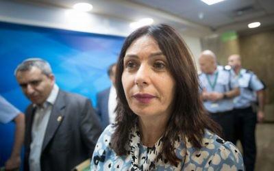 Miri Regev, ministre de la Culture et des Sports, avant la réunion hebdomadaire du cabinet dans les bureaux du Premier ministre, le 18 juin 2017. (Crédit : Yonatan Sindel/Flash90)