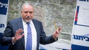 Avigdor Liberman, ministre de la Défense, à la Knesset, le 10 juillet 2017. (Crédit : Yonatan Sindel/Flash90)