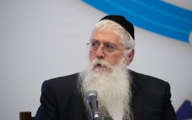 Meir Porush, vice-ministre de l'Education, à l'ouverture du centre de crise du ministère, en préparation du début de l'année scolaire, le 31 août 2017. (Crédit :  Yonatan Sindel/Flash90)
