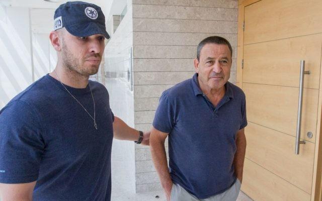 Shay Brosh, général de brigade de réserve de l'armée israélienne, devant la cour des magistrats de Rishon Lezion, le 4 septembre 2017. (Crédit : Flash90)