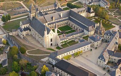 Vue aérienne de l'Abbaye de Fontevraud (Crédit : Pierre Mairé/PixAile/comCC BY 2.5)