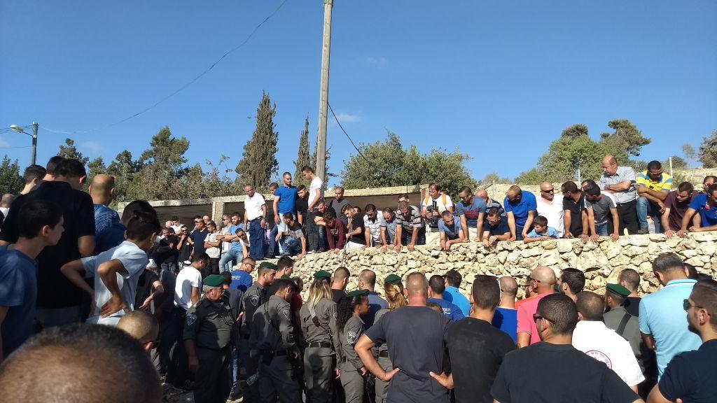 Les funérailles de Youssef Ottman tué le 26 septembre 2017 à l'entrée de l'implantation de Har Adar (Crédit : Dov Lieber/Times of Israel)