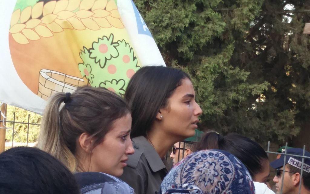 Funérailles de Solomon Gavriyah, 20 ans, garde-frontière, tué par un terroriste palestinien à Har Adar, au cimetière militaire de Beer Yaakov, le 26 septembre 2017. (Crédit : Raoul Wootliff/Times of Israël)