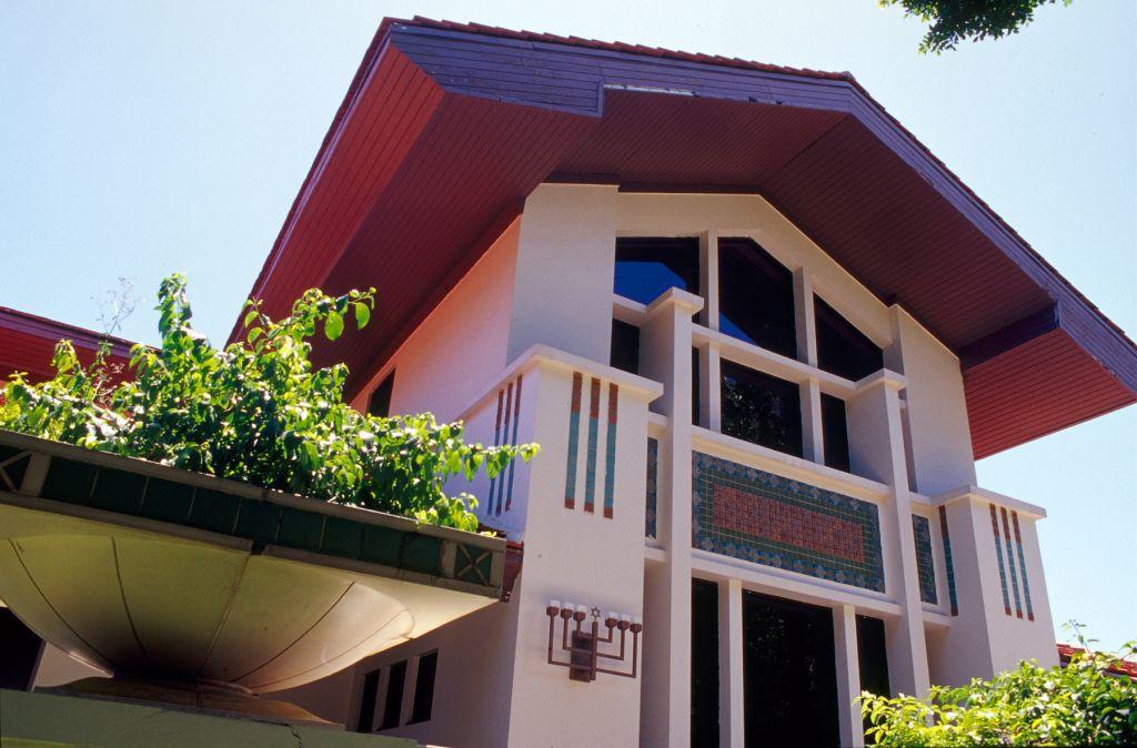 La congrégation Shaare Zedek, une synagogue conservatrice située dans le quartier de Miramar, à San Juan, est la plus grandes des trois synagogues de Puerto Rico. (Crédit : Larry Luxner)