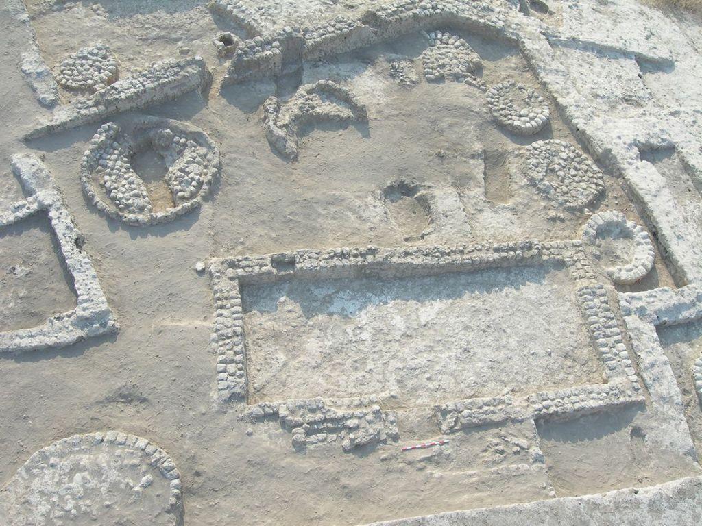 Les premières fouilles de Tel Tsaf. (Crédit : Yosef G rfinkel)