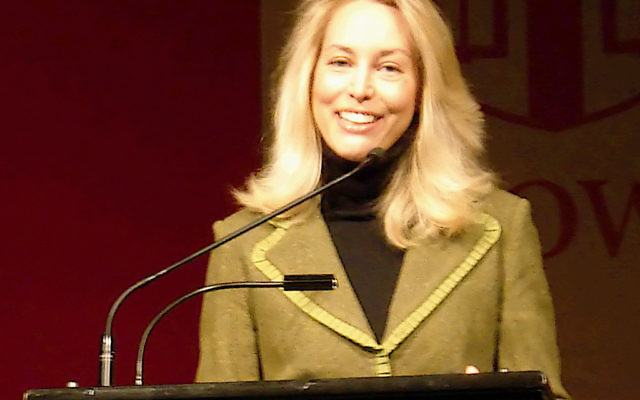 Valerie Plame Wilson à une conférence pour son livre Fair Game, à l'université Brown, à Providence, à Rhode Island, etats-unis, le 4 décembre 2007, (crédit :  crystal.village/CC BY 2.0/Valerie Plame @ Brown)