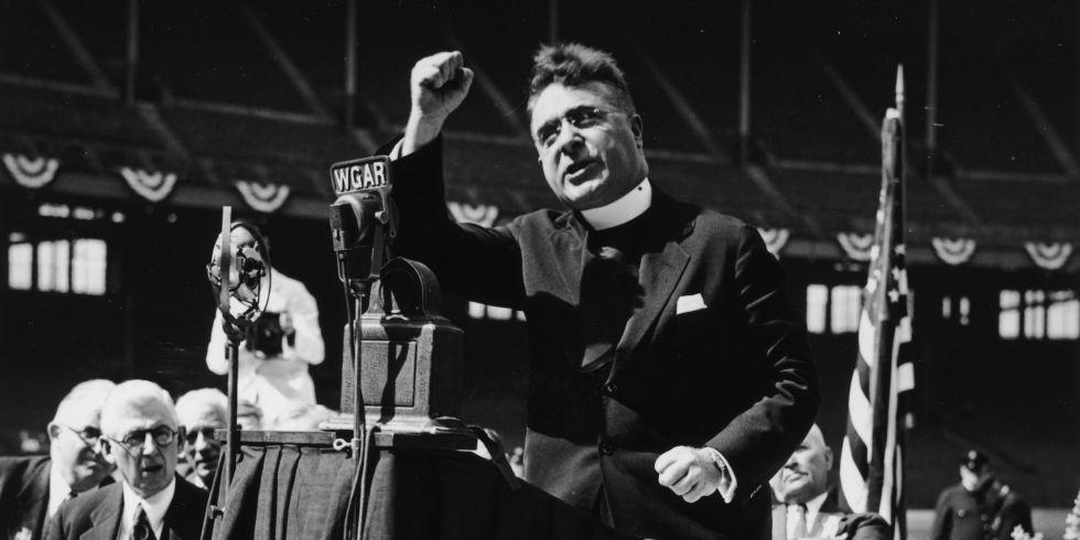 Le père Charles Coughlin, était un chef de file du mouvement antisémite aux États Unis dans les années 1930. (Crédit : domaine public)