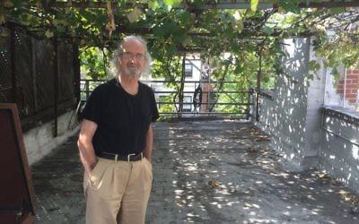 Latif Jiji, dans son vignoble de Manhattan, installé il y a 33 ans. (Crédit : David Klein via JTA)