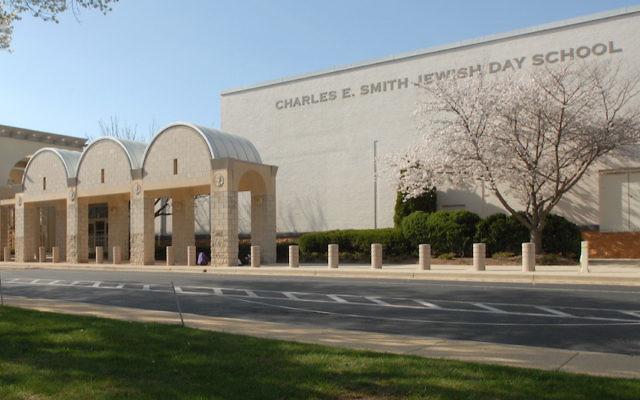 L'externat juif Charles E. Smith a augmenté la présence policière au vu des menaces sécuritaires (Autorisation de l'école Charles E. Smith via JTA)