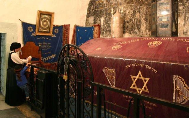 Le site identifié comme le tombeau du roi David depuis le Moyen-Age  (Crédit : Shmuel Bar-Am)
