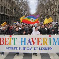 Tête de parade du Beit Haverim lors d'une gay pride à Paris (Crédit: capture d'écran Beit Haverim)