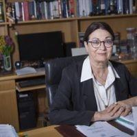 Esther Hayut, prochaine présidente de la Cour suprême en remplacement de  Miriam Naor, photographie le 10 mai 2017. (Crédit : Hadas Parush/Flash90)