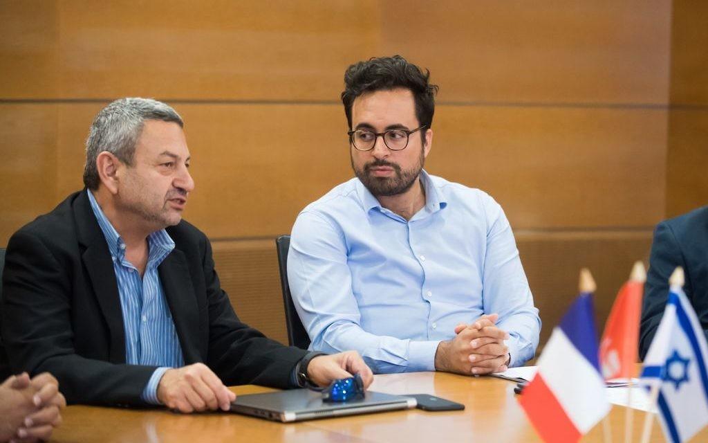 Le secrétaire d'Etat à l'Innovation Mounir Mahjoubi (d) aux côtés du prof. Blumberg, vice-président de la Ben Gurion University of the Neguev, le 7 septembre 2017 (Crédit: Dani Machlis/BGU)