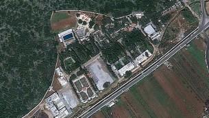 Image satellite du CERS, près de Masyaf, qui aurait été touché par une frappe israélienne dans la nuit du 6 au 7 septembre 2017. (Crédit : capture d'écran Google Earth)