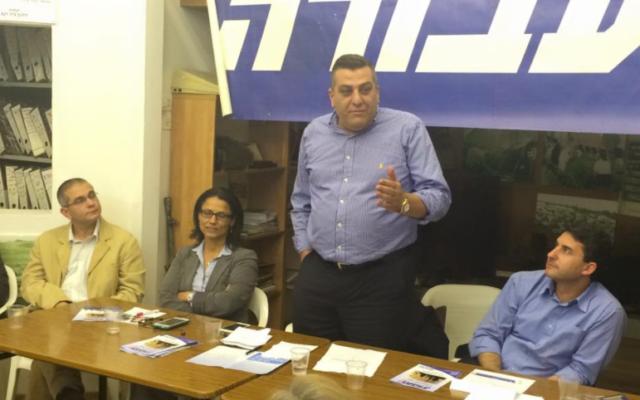 Nizar Alemi en campagne pour les primaires du parti travailliste en décembre 2014 (Crédit : Facebook)