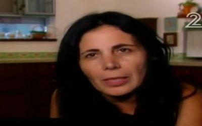 Tali Mizrachi, l'enseignante du sud d'Israël qui  a démissionné sur aux plaintes des parents sur ses activités pour la paix et les réfugiés. (Crédit : Capture d'écran Deuxième chaîne, le 7 septembre 2017)