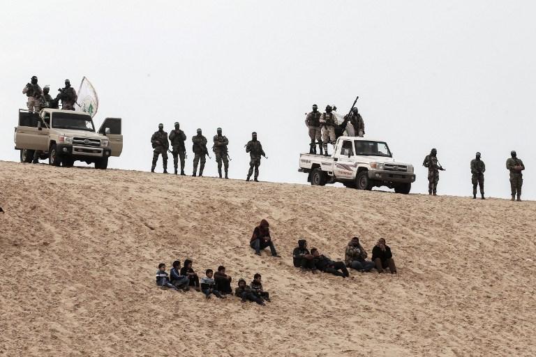 Les Brigades Ezzedine al-Qassam, la branche armée du Hamas, pendant une cérémonie d'hommage à Mohamed Zouari, à Rafah, dans le sud de la bande de Gaza, le 31 janvier 2017. (Crédit : Said Khatib/AFP)
