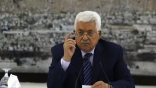 Le président de l'Autorité palestinienne, Mahmoud Abbas, lors d'une réunion des dirigeants palestiniens dans la ville de Ramallah, en Cisjordanie, le 25 juillet 2017 (Crédit : AFP / Abbas Momani)