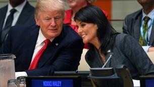 Le président américain Donald Trump et l'ambassadrice américaine aux Nations Unies Nikki Haley lors d'une réunion sur la réforme des Nations Unies au siège des Nations Unies le 18 septembre 2017 à New York. (Crédit : AFP / TIMOTHY A. CLARY)