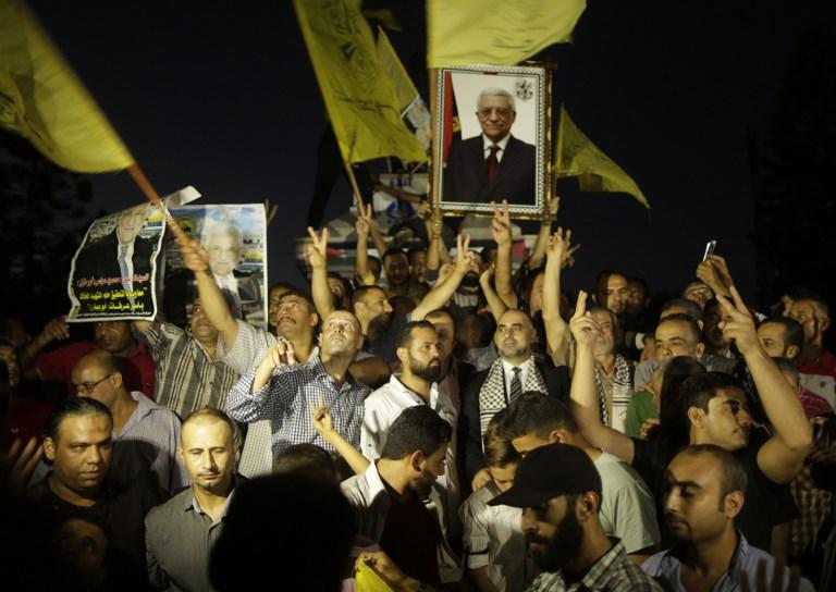 Partisans du Fatah et de Mahmoud Abbas, le président de l'Autorité palestinienne, à Gaza Ville, pendant le discours d'Abbas devant la 72e Assemblée générale des Nations unies, le 20 septembre 2017. (Crédit : Mahmud Hams)