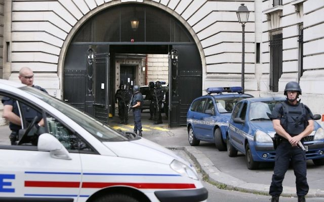 Abdelkader Merah, le frère aîné de Mohamed Merah, à son arrivée au tribunal de Paris, le 10 septembre 2012. (Crédit : Kenzo Tribouillard/AFP)