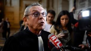 Me Christian Etelin, l'avocat de Fettah Malki, complice présumé de Mohamed Merah, à l'ouverture de son procès, le 2 octobre 2017. (Crédit : Eric Feferberg/AFP)