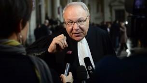 Me Simon Cohen, avocat des victimes de l'école Ozar Hatorah de Toulouse, à l'ouverture du procès des complices présumés de Mohamed Merah, à Paris, le 2 octobre 2017. (Crédit : Martin Bureau/AFP)
