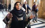Zoulikha Aziri, la mère de Mohamed, Abdelkader et Souad Merah, au tribunal de Paris, avant l'ouverture du procès d'Abdelkader Merah, complice présumé de son frère, le 2 octobre 2017. (Crédit : Eric Feferberg/AFP)