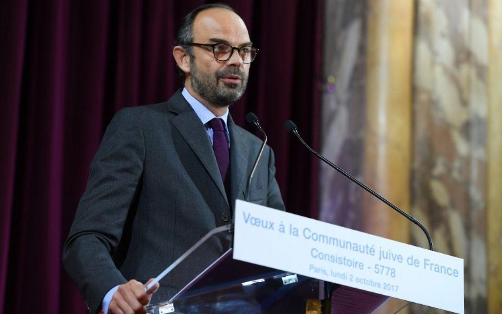 Le Premier ministre français Edouard Philippe pendant la cérémonie des vœux à la communauté juive de France, dans la synagogue de la rue Buffault, le 2 octobre 2017. (Crédit : Christophe Archambault/Pool/AFP)