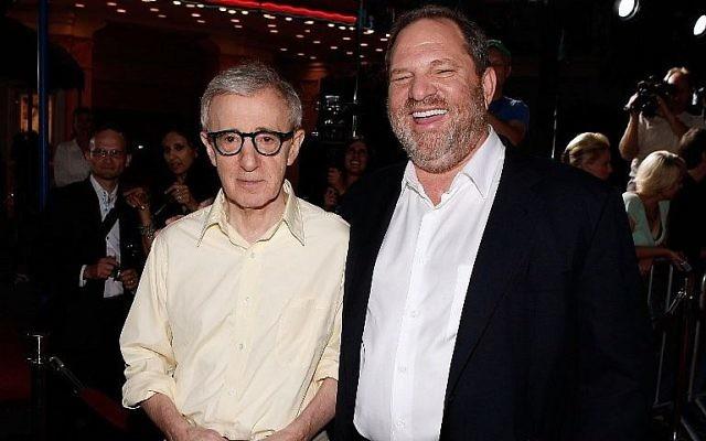 """Le réalisateur Woody Allen, à gauche, et le producteur Harvey Weinstein pendant la première à Los Angeles de """"Vicky Cristina Barcelona"""", le 4 août 2008. (Crédit : Kevin Winter/Getty Images North America/AFP)"""