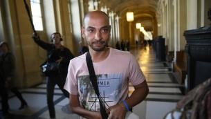 Abdelghani Merah, le frère ainé de Mohamed Merah auteur des tueries de Toulouse et de Montauban en 2012, au palais de justice de Paris, le 16 octobre 2017. (Crédit : Lionel Bonaventure/AFP)