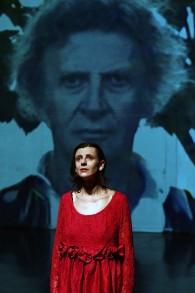 Aurélia Marceau participe à une scène de « Fractales, Zero Time » à Appia à Anglars-Juillac, le 17 octobre 2017. (Crédit : AFP / PASCAL PAVANI)