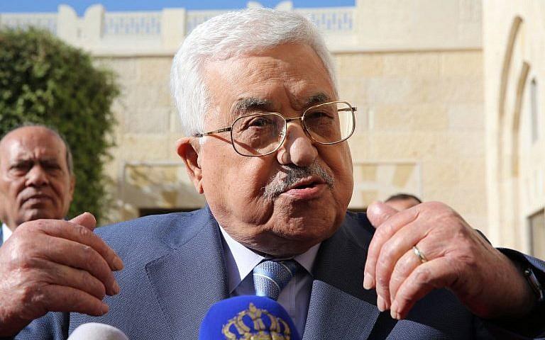 Le président de l'Autorité palestinienne Mahmoud Abbas après sa rencontre avec le roi Abdallah II de Jordanie à Amman, le 22 octobre 2017. (Crédit : Khalil Mazraawi/AFP)