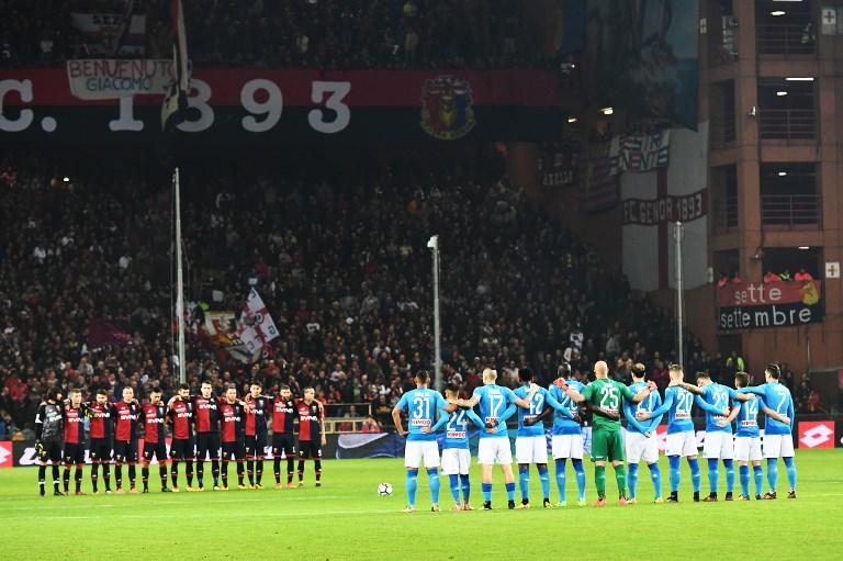 Lecture d'un extrait du Journal d'Anne Frank avant le match de Serie A italienne Gênes - Naples, au stade Luigi Ferraris de Gênes, le 25 octobre 2017. (Crédit : Vincenzo Pinto/AFP)